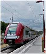 Z 2200 double unit is arriving at the station of Leudelange on August 13th, 2011.