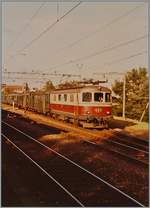 An old analog Picture wiht the SBB Re 4/4 I 10033 wiht the Fast train 638 from Delémont to Biel/Bienne in Lengnau.