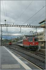 Re 4/4 II - Festival in Lausanne : The R 4/4 II 11121 is arriving with a RE at Lausanne.