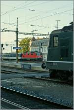 In the background of the Lausanne Station runs a red Re 4/4 II and on the right side is a port of one of the last green Re 4/4 II to see.