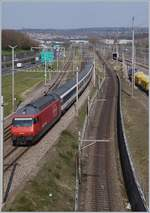 The SBB Re 460 032-6 wiht an IR to Brig by the Denges-Echandens Station.