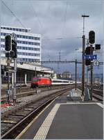 A SBB IC to St Gallen is leaving the Lausanne Station. 