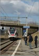 Waiting of the train to Lausanne; the Flirt 523 031 is approaching the Vufflens la Ville Station.