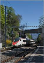 A SBB ETR 610 on the way to Milano in Vevey.