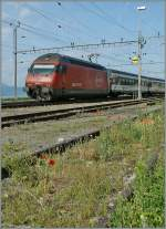 The SBB Re 460 074-8 with an IR in Cully.