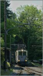 The LLB ABFe 2/4 10 is arriving at Chaulin.
