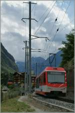 A  Komet  and a Cable Car are arriving at Stalden.