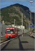 A TMR (M-C) Beh 4/8 is arriving at Martigny.