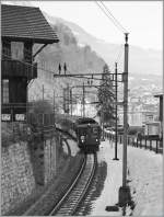 The De 4/4 110 022-1 is leaving Brienz Station.