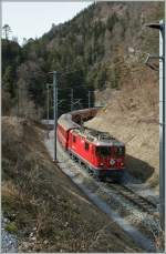 RhB Ge 4/4 II 621 with the RE 1253 from Disentis to Scuol Tarasp in the  Ruinaulta  between Trin and Reichenau Tamins.