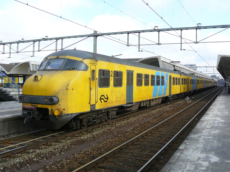 Unit number 513 as all station service from Dordrecht to Den Haag CS. Here in Rotterdam CS 02-03-2009.